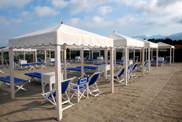 Bagno la romanina il sole il mare il relax - Bagno la cicala marina di massa ...